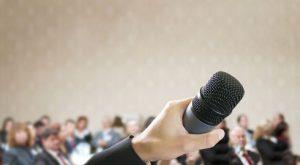 berani tampil berbicara di depan umum sebagaimana pembicara publik