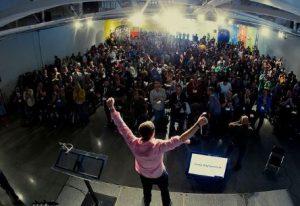 cara menjadi pembicara publik yang percaya diri tampil berbicara di depan umum