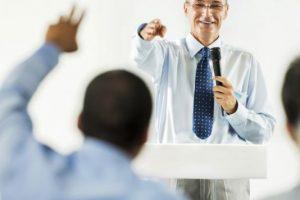 ciri-ciri pembicara yang efektif berbicara di depan umum