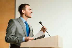 menjadi pembicara yang baik di depan umum dengan cara yang benar