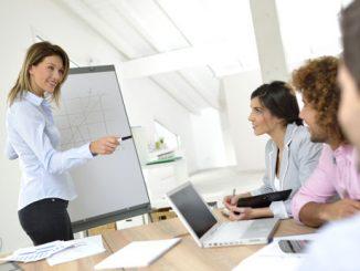 pelatihan public speaking yang atraktif 082325488899