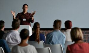 Tips menguasai keterampilan presentasi efektif di depan umum
