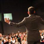 Tips Strategy Gimmick Saat Berbicara Di Depan Umum